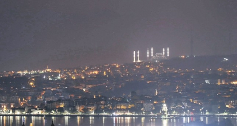Istanbul's nighttime silhouette changes with new Camlica Mosque