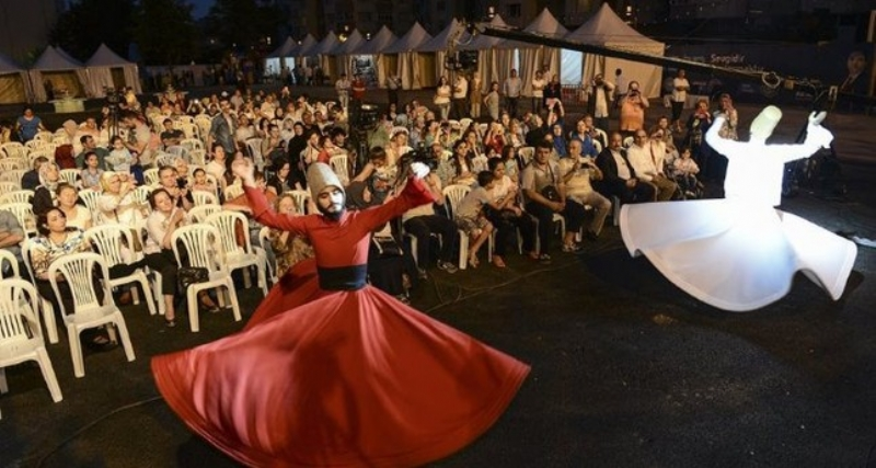 Ramadan Festivities Light Up Istanbul